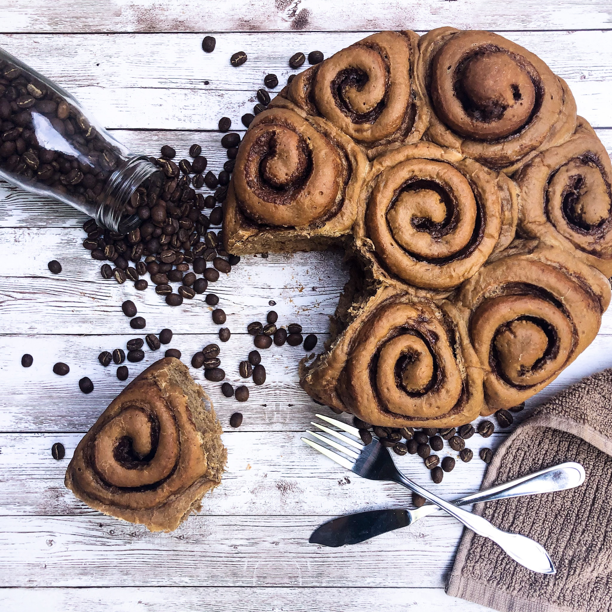 Fluffy coffee bread: brown sugar latte rolls